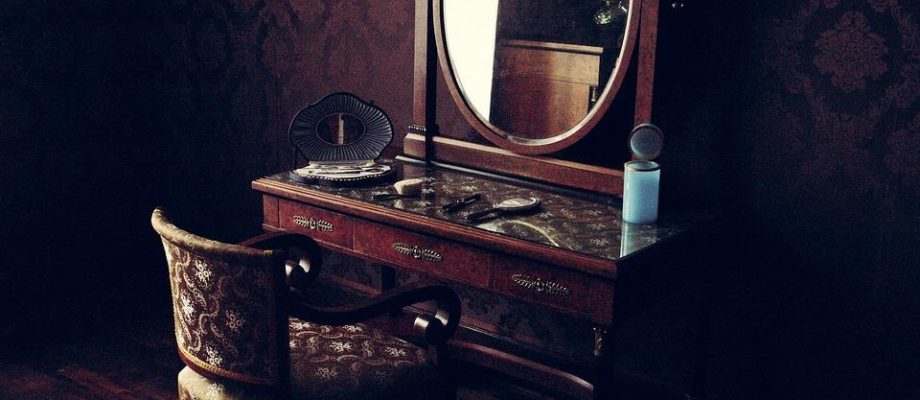 Guide to Buying Vintage Furniture