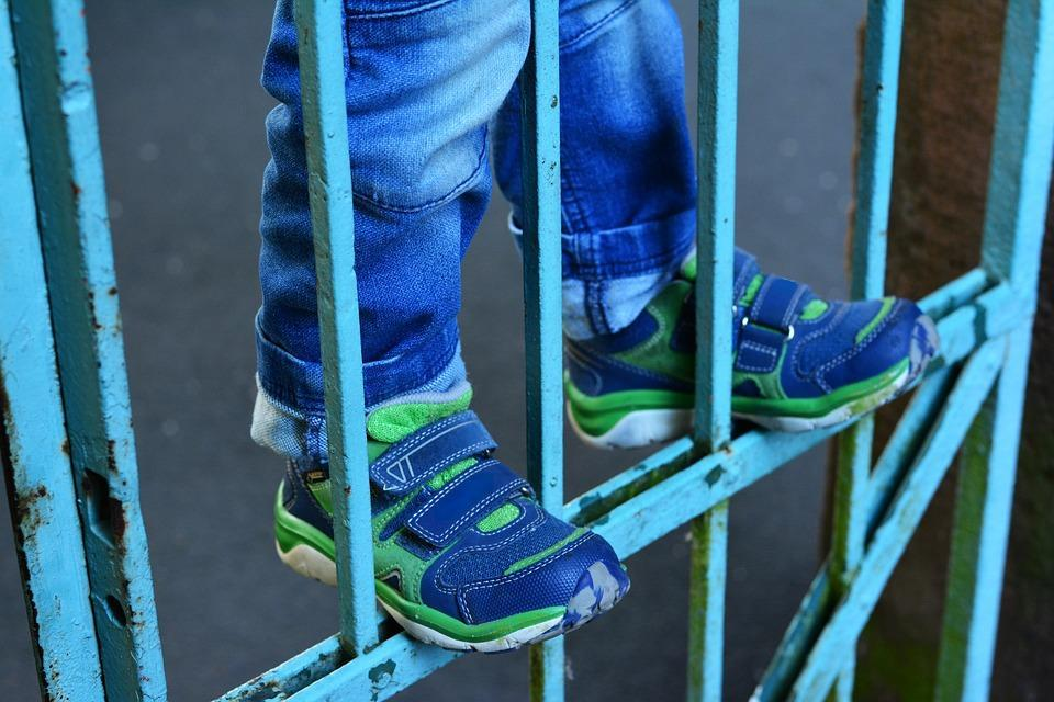 Child, Climb, Dangerous, Children'S Shoes, Iron Rods
